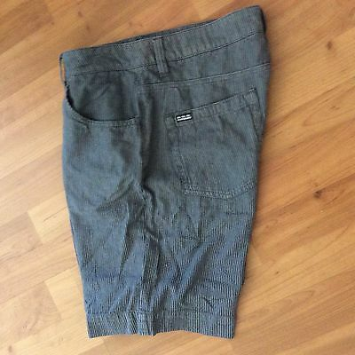 Men's QUIKSILVER SHORTS  Size 32 - COTTON -  GOOD CONDITION FRESHLY LAUNDERED