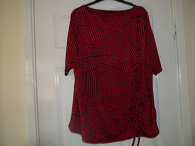 Lovely Navy & Red Ladies Long Top Size 18/20 (Mint Condition)