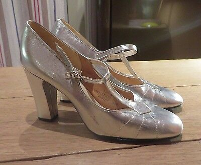Starlight Room Silver/Metallic 1960s Vintage Silver TBar Shoes. Size  3.5 UK