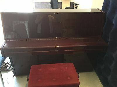Piano P2 Yamaha With Stool In Excellent Condition