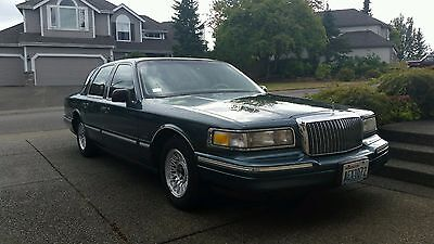 1995 Lincoln Town Car Hunter Green 1995 Lincoln Town Car in immaculate condition!