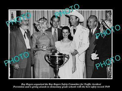 Old Large Historic Photo Of Cowboy Roy Rogers Handing Out Award 1949