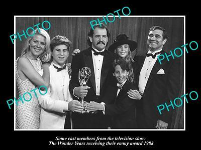 OLD LARGE HISTORIC PHOTO OF THE WONDER YEARS CAST WINNING EMMY AWARD c1988