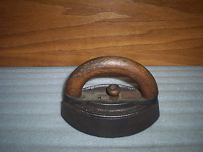 """Antique Sad Iron & Wooden Handle : (7"""" x 3 3/4"""" by 5"""") : Household Collectable"""