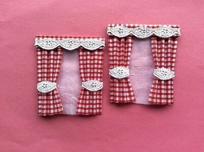 """2 Red gingham dolls house curtains  3.5"""" X 4"""""""