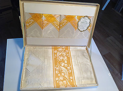 Boxed Vintage Tablecloth & Napkins Set  Derryvale  Northern Iriish
