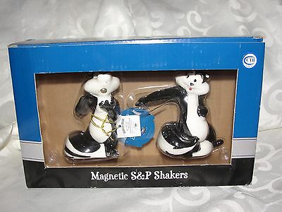 Brand New Warner Magnetic Brothers Pepe Le Pew Skunk Salt Pepper Shaker