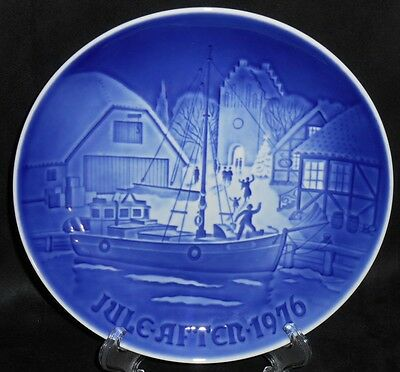 "Bing & Grondahl B&G 1976 Plate ""Christmas Welcome"" - #9076"