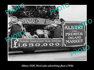OLD LARGE HISTORICAL PHOTO OF ALBURY NSW, WOOL SALES ADVERTISING FLOAT c1950s