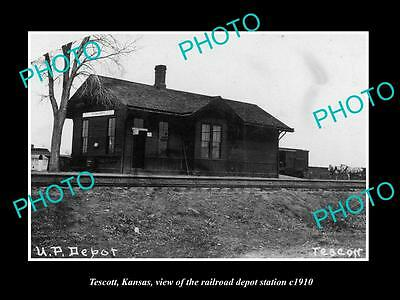 OLD LARGE HISTORIC PHOTO OF TESCOTT KANSAS, VIEW OF THE RAILROAD DEPOT c1910