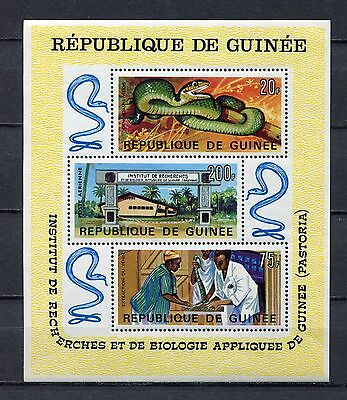 s12304) GUINEA  GUINEE 1967 MNH**  Institute for Applied Biology snakes S/S