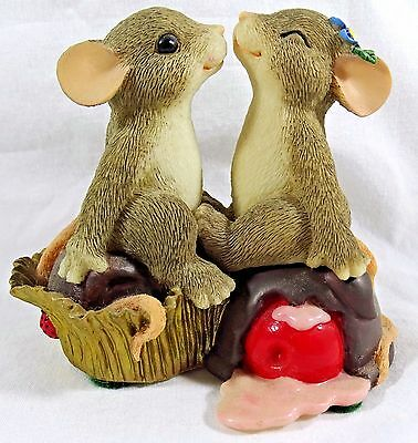 Charming Tails Figurine Candy Kisses