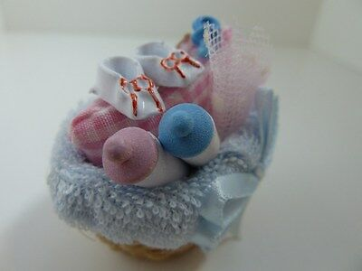 Dolls House Miniature 1:12 Scale Nursery Shop Blue Baby Basket (TA131)