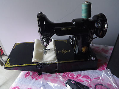 Vintage Singer 221K Featherweight sewing machine with case