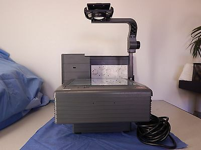 3M 9700 Portable Overhead Projector