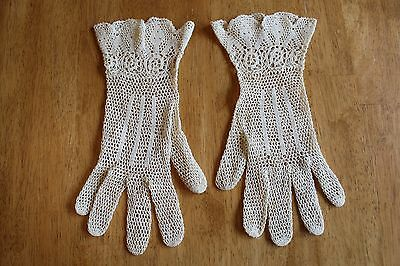 Vintage Ladies Ivory Crocheted Gloves