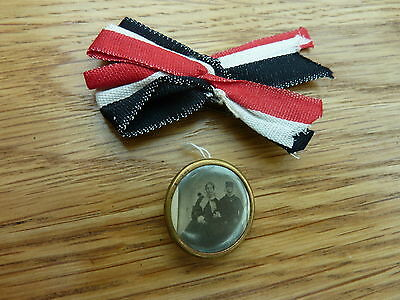 Ww1 Imperial Germany Tiny Brass Frame With Mother & Father Picture On Ribbon