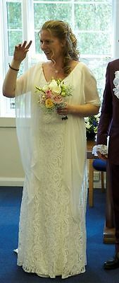 Vintage Cream American Lace Wedding Dress With a Puddle Train Size 16 / 18