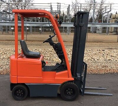 1999 Toyota 3FB9 2000lb Forklift, Pneumatic Ride On Electric