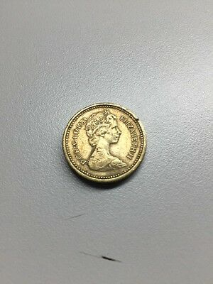 THE NICKEL STORE:  Vintage 1983 Great Britain One Pound Coin