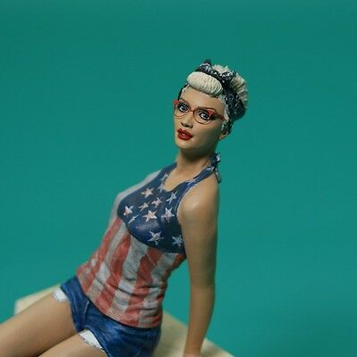 1/18 Girl in glasses with Dragon tattoo – Hand painted figure NorhStarModels