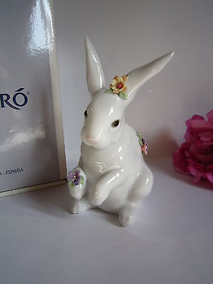 Lladro porcelain white bunny rabbit figurine. Mint and perfect. Beautiful!