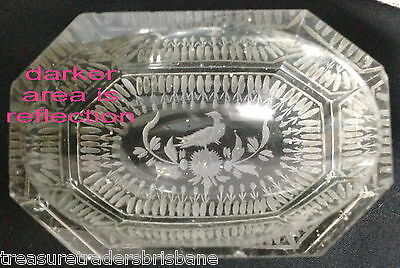 ✿•*¨*•✿ Free Post Antique Glass 8 Sided Pin Dish Etched Bird & Leaves On Base
