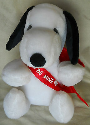 1968 SNOOPY Determined Productions BE MINE Valentine HALLMARK CARDS Plush CUPID