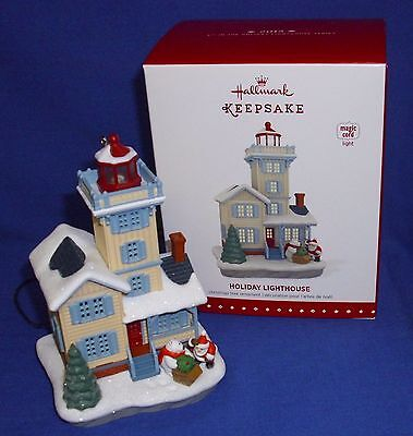 Hallmark Magic Cord Ornament Holiday Lighthouse #4 2015 Flashing Light NIB Santa