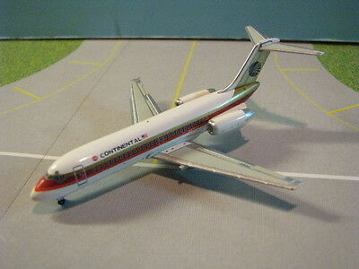 """Aeroclassics Continental Airlines """"black Ball"""" Dc9-10 1:400 Scale Diecast Model"""