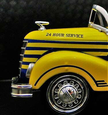 1930s Ford Vintage Truck Pedal Car Pickup Midget Metal Show Model Yellow