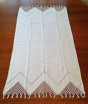 VERY LOVELY Fine Antique Linen Table Runner RETICELLA Lace Floral Embellishments