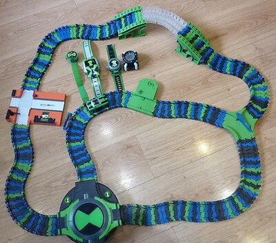 Ben 10 Alien Forces Flexi-Track with battery operated car plus 3 Omitrix'