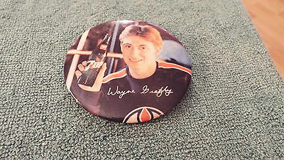 Vintage 1980`s 7 Up Soda And Wayne Gretzky  Pinback Button Rare  Beauty 3 Inch