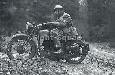 WW2 Picture Photo British Army dispatch rider on a BSA M20 motorcycle 1942 1302