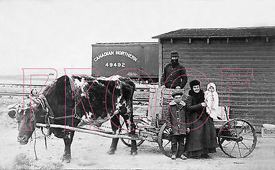 Canadian Northern (CN) Boxcar 49492 with Homesteaders - 8x10 Photo