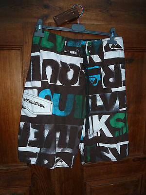 Short Quicksilver taille S/30 homme neuf