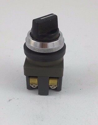 IDEC IZUMI 2-Position Selector Switch Device 41-10569 30MM ASD2L20N