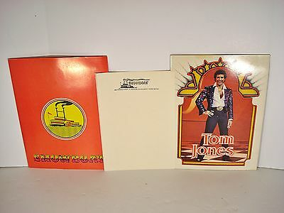 Vtg SHOWBOAT Casino Folder & TOM JONES 20pg Photo Book foldout picture album