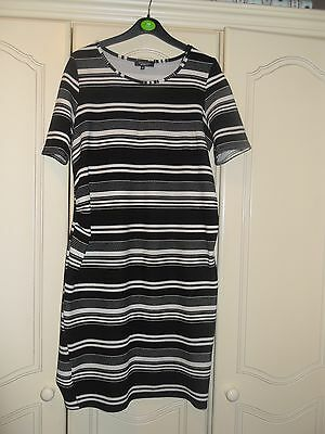 NICE LADIES NEW LOOK MATERNITY DRESS SIZE 12 with stretch