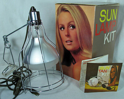 VINTAGE GE-GENERAL ELECTRIC SUN LAMP KIT-GREAT GRAPHICS-MID-CENTURY LADY on BOX