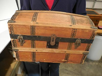 ANTIQUE PRIMITIVE 1800's HUMP BACK DOLL STEAMER TRUNK WITH TRAY INSERT