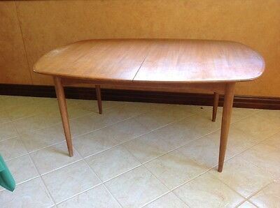 Parker dining table