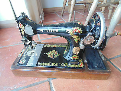 Vintage Retro SINGER 128K Hand Crank Sewing Machine 1923 With Carry Case