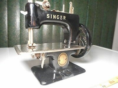 Antique Singer Sewing Maching Toy Sewhandy Vintage Metal G. Britian Childs Toys