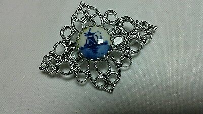 Vintage Delft Brooch old collectable