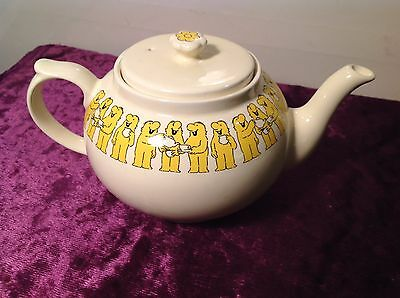 RETRO WADE ROYAL VICTORIA TEAPOT MEN  TEAPOT 60S 70S FLOWER POWER Staffordshire