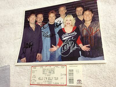 DOLLY PARTON WITH THE RASCALS HAND SIGNED 2004 HELLO I'M DOLLY TOUR 8 x 10