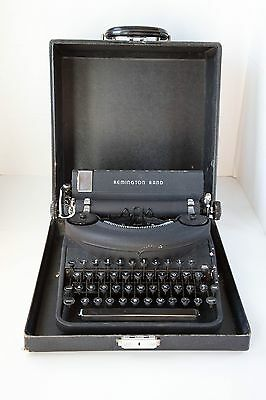 Antique Typewriter Remington Noiseless Model Seven (7) in Case w Manual portable