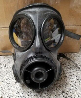 AVON CBRN s10 AR-10 Respirator Gas Mask W/Bag And Filter.  Size 2 medium msaglot